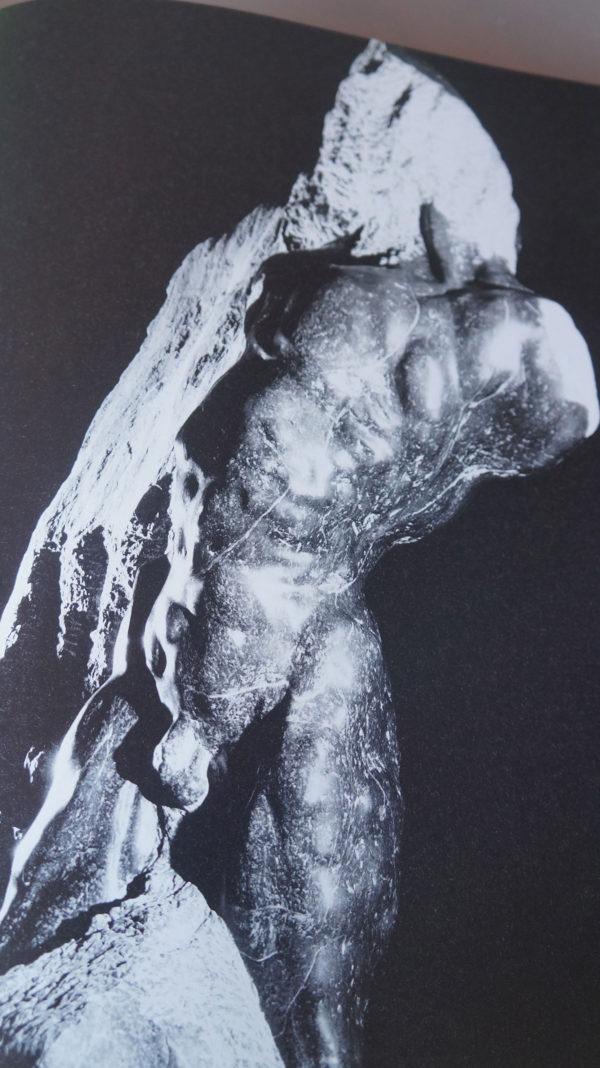 Atlas hans peter profunser skulptur