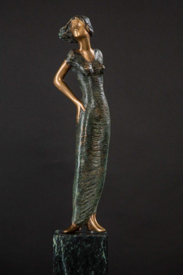 Dame auf serpentin sebastian rainer skulptur