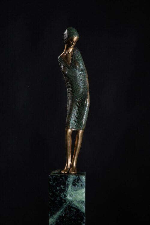 Dame in bronze sebastian rainer skulptur