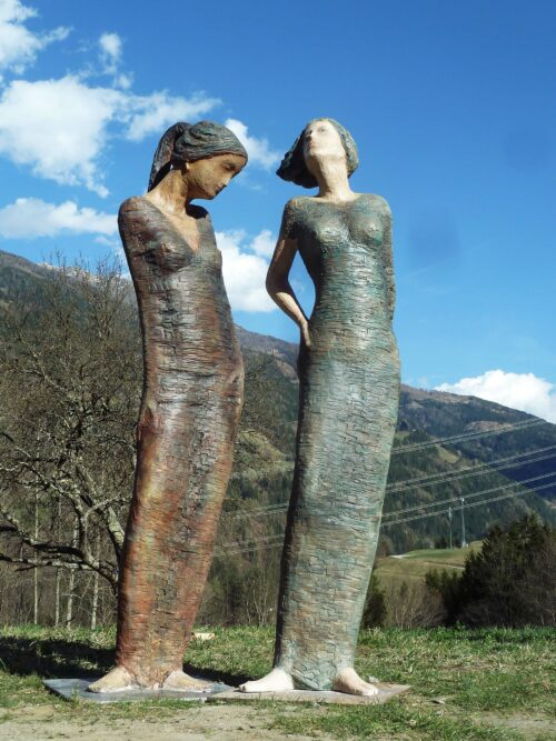 Zwei frauen sebastian rainer skulptur